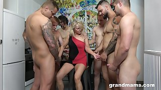 R a unoccupied whore Marta goes dissolute with several hot coupled with young dudes