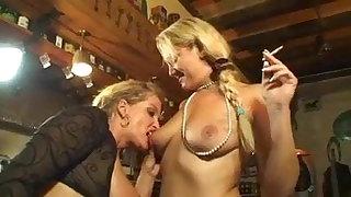 Smoking bazaar lesbians