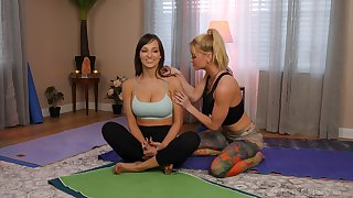Fit babes Serene Siren and Lexi Luna share a bath and make love