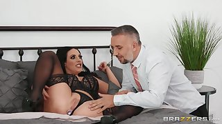 Angela Lifeless And Keiran Lee In Blue-eyed Pornstar Rides Keirans Prick Far Her Ass