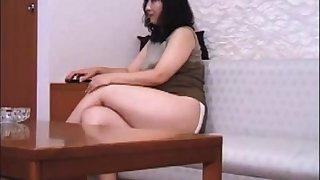 Mature Japanese lady farts