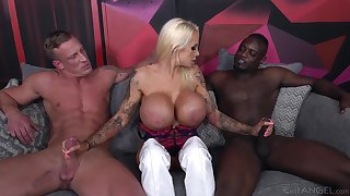 Cougar with pretentiously tits, smashing threesome on two monster dicks