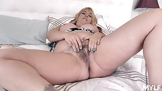 Mommy wants cock in that fatty pussy and she wants it badly